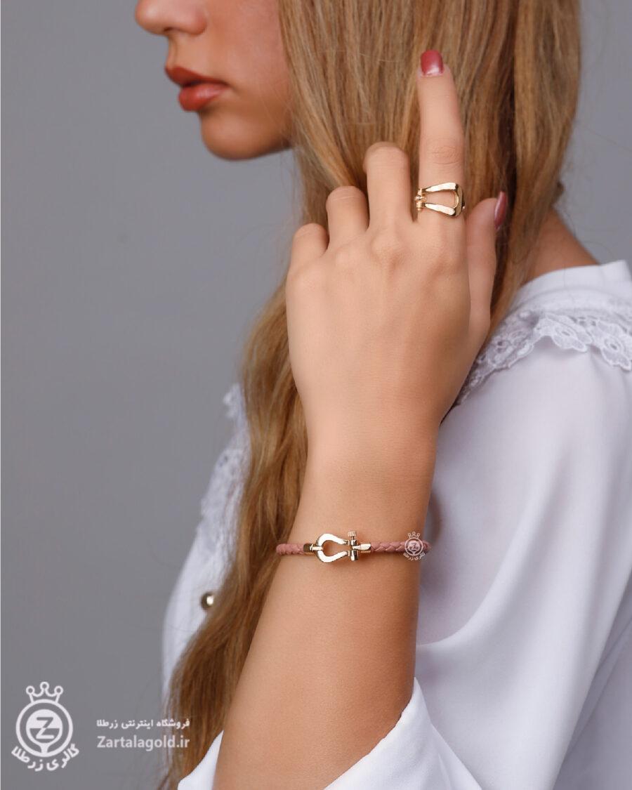 عکس با مدل دستبند و انگشتر طرح فرد